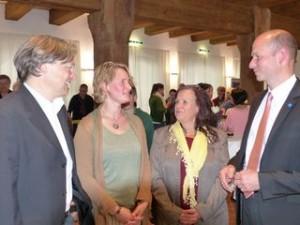 Kemptens Oberbürgermeister Thomas Kiechle im Gespräch mit Thomas Reuss, Priska Hecht und Franziska Renner von Elterntalk Kempten.